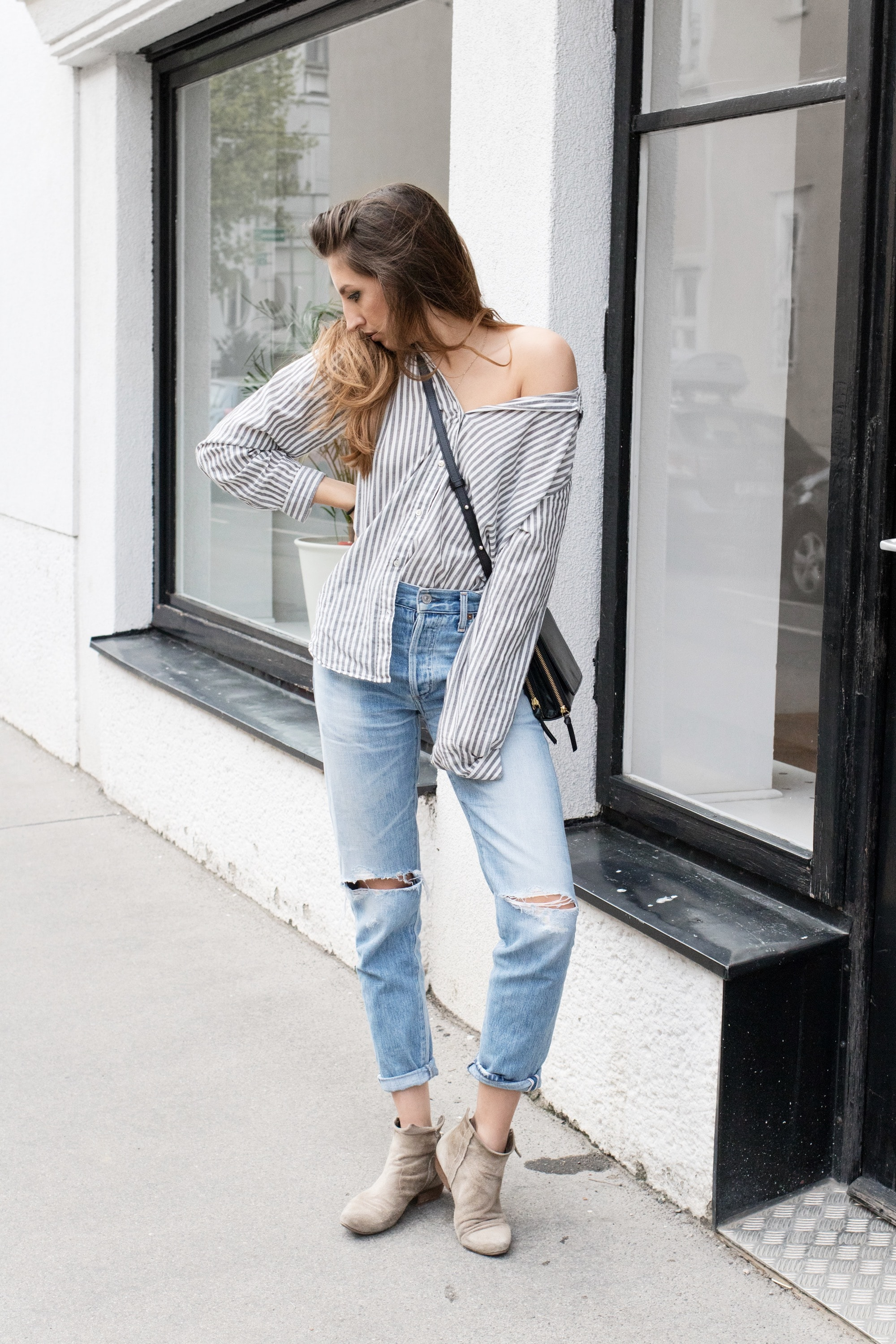 blue_jeans_striped_shirt2-min