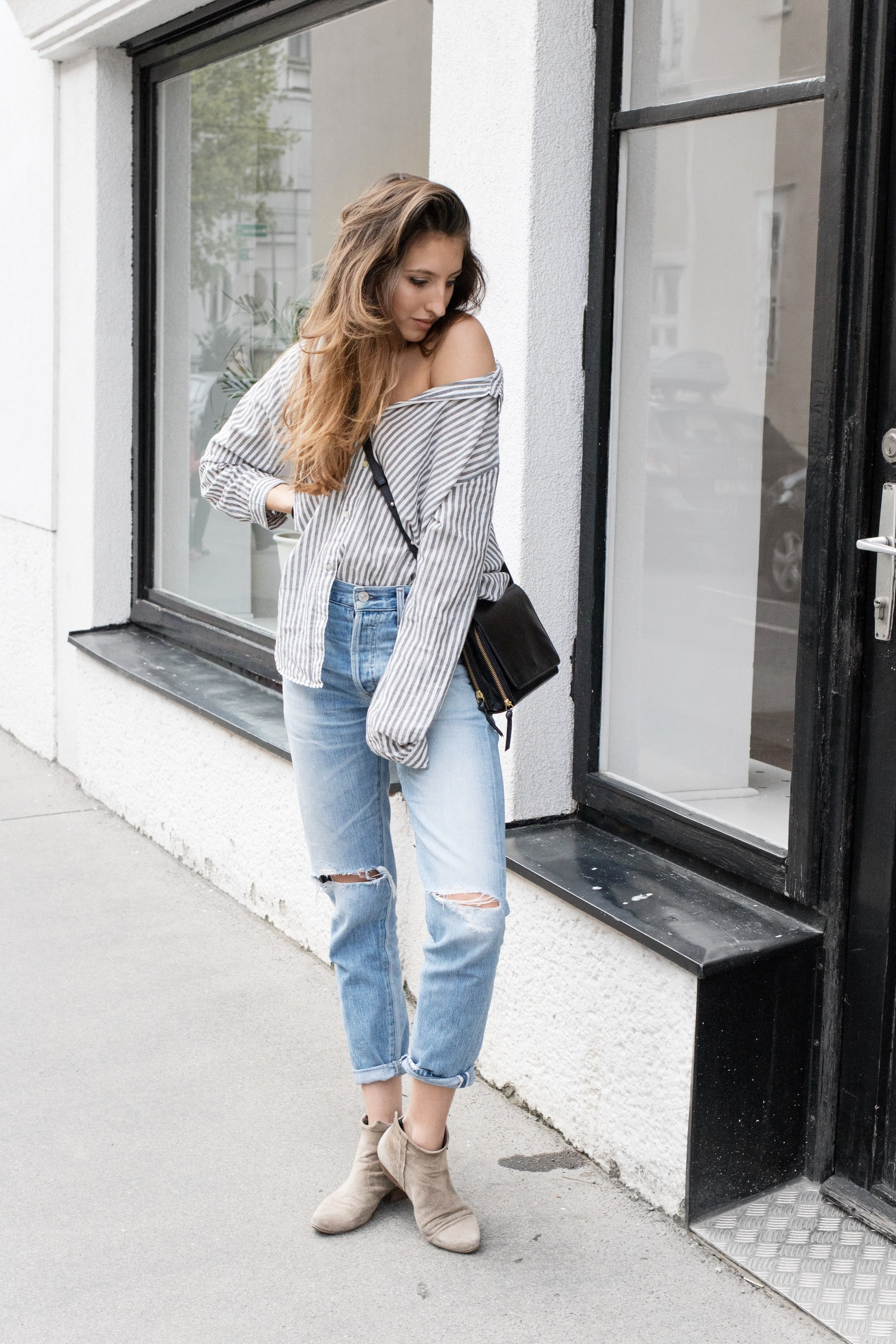 blue_jeans_striped_shirt3-min