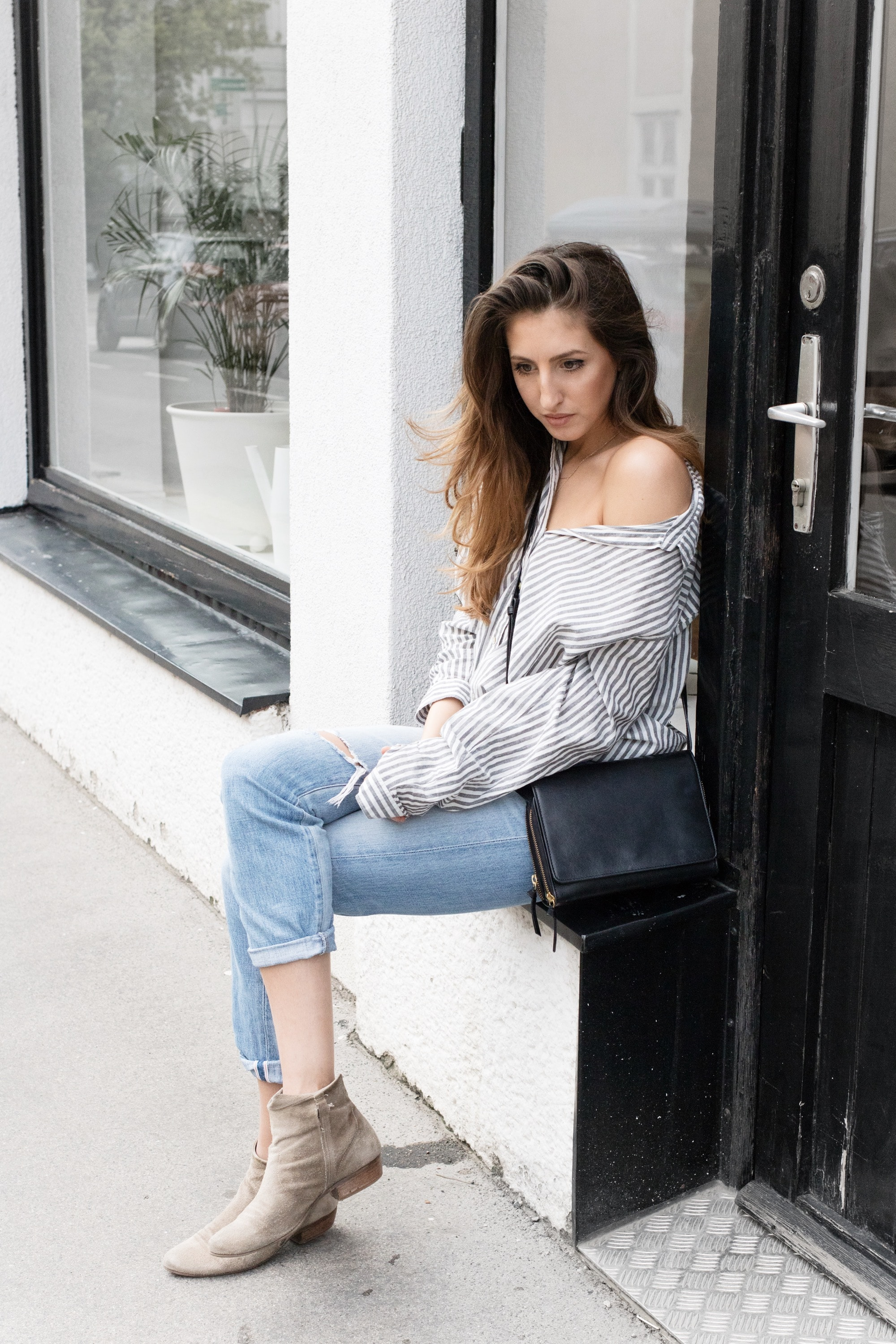 blue_jeans_striped_shirt5-min